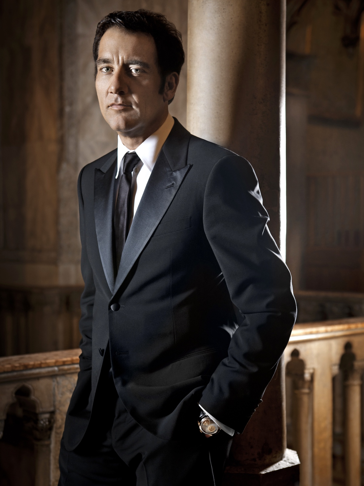 Clive Owen wearing the Jaeger-LeCoultre