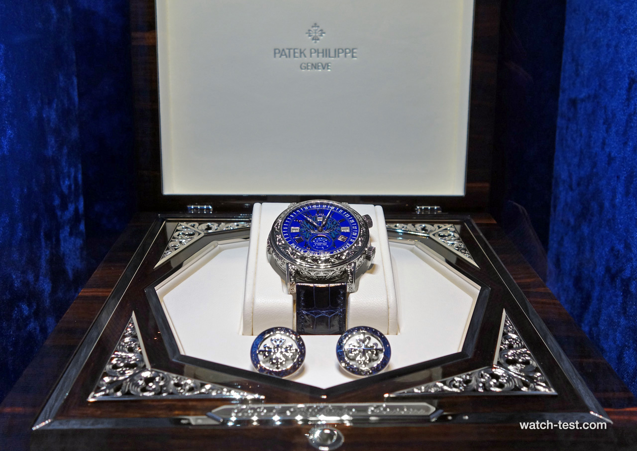 Sky Moon Tourbillon 6002G box