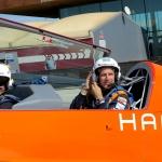 Subimos con Hamilton al avión de Juan Velarde.