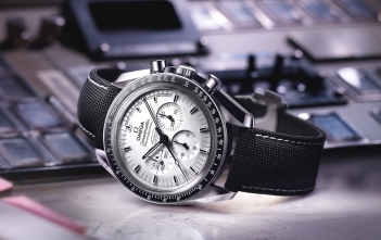 Omega Speedmaster Apollo 13 Silver Snoopy Award - Video