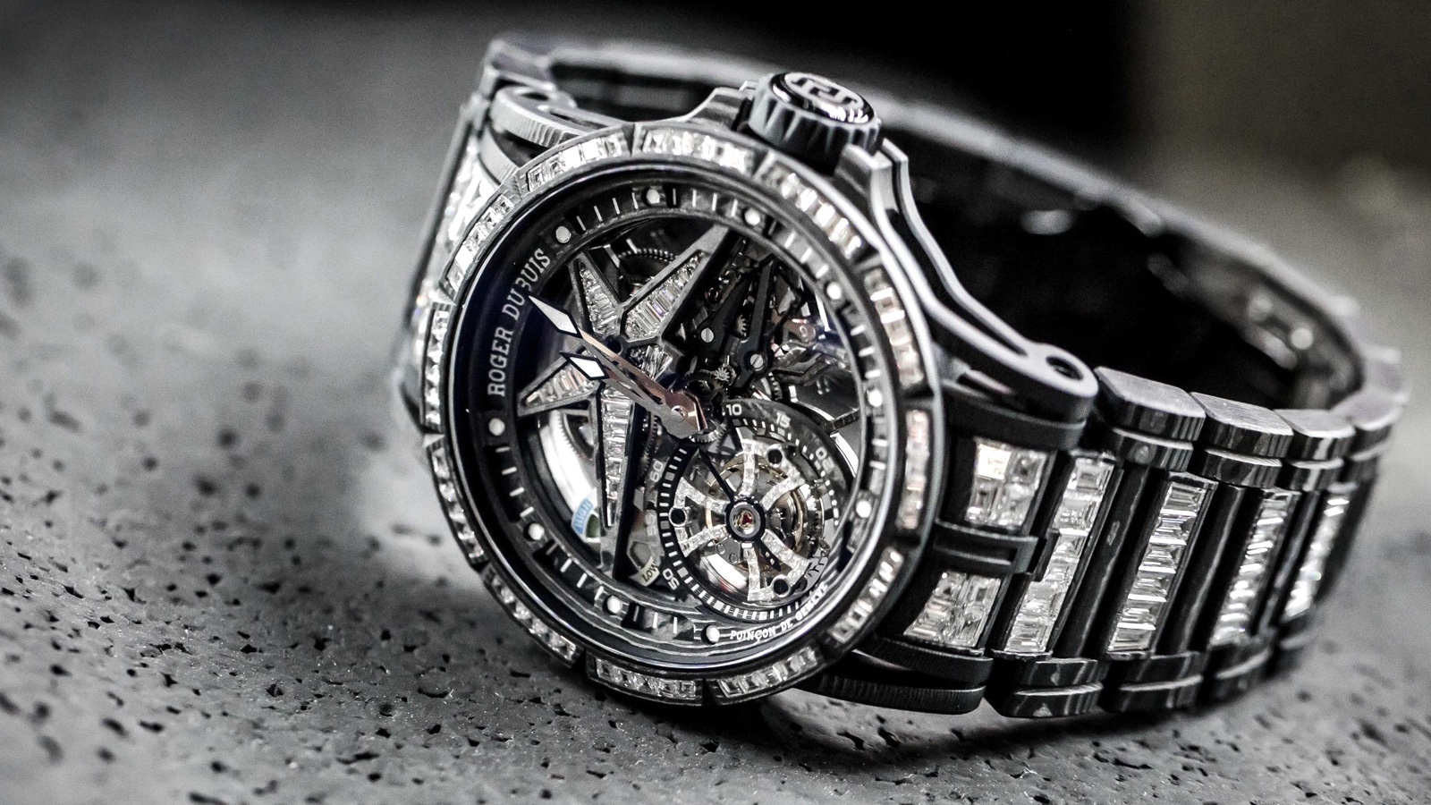 Roger-Dubuis-Excalibur-Spider-Ultimate-Carbon-Mood