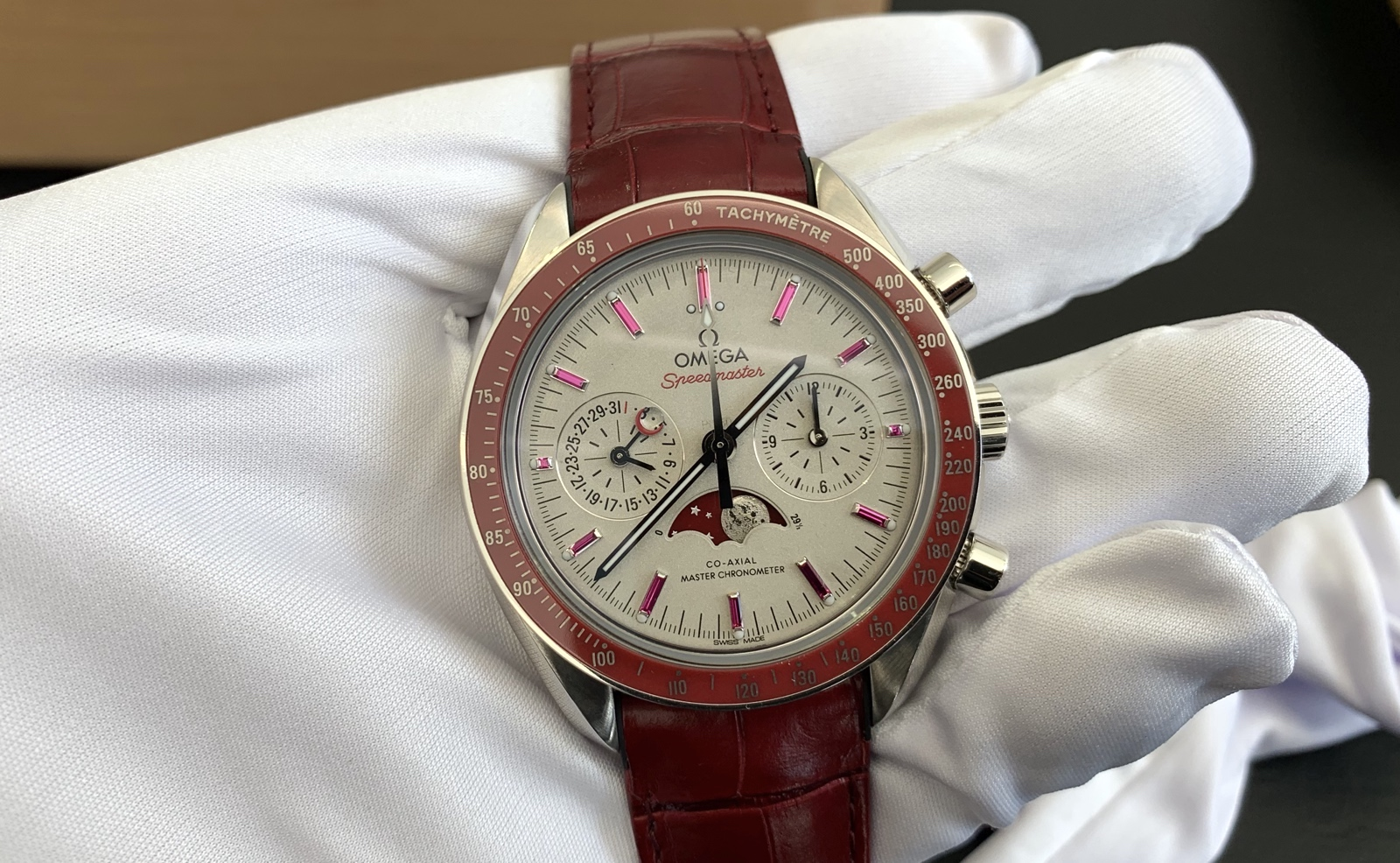 Omega Speedmaster Moonphase Platinum-Gold Red