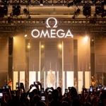 Eddie Redmayne inaugura la nueva exposición Planet Omega en Shanghái.