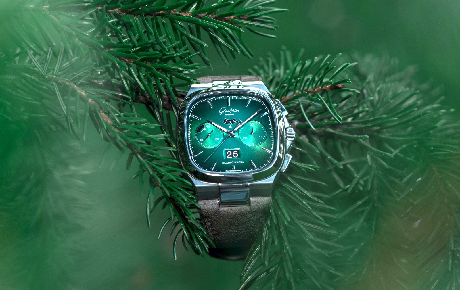 Glashütte Original Seventies Panorama Date Limited Edition Green 1