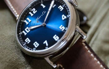 H. Moser & Cie. Heritage Centre Seconds Funky Blue