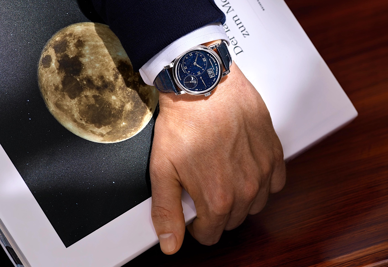 A. Lange & Söhne en Watches and Wonders 2021 - Little Lange 1 Moon Phase lifestyle
