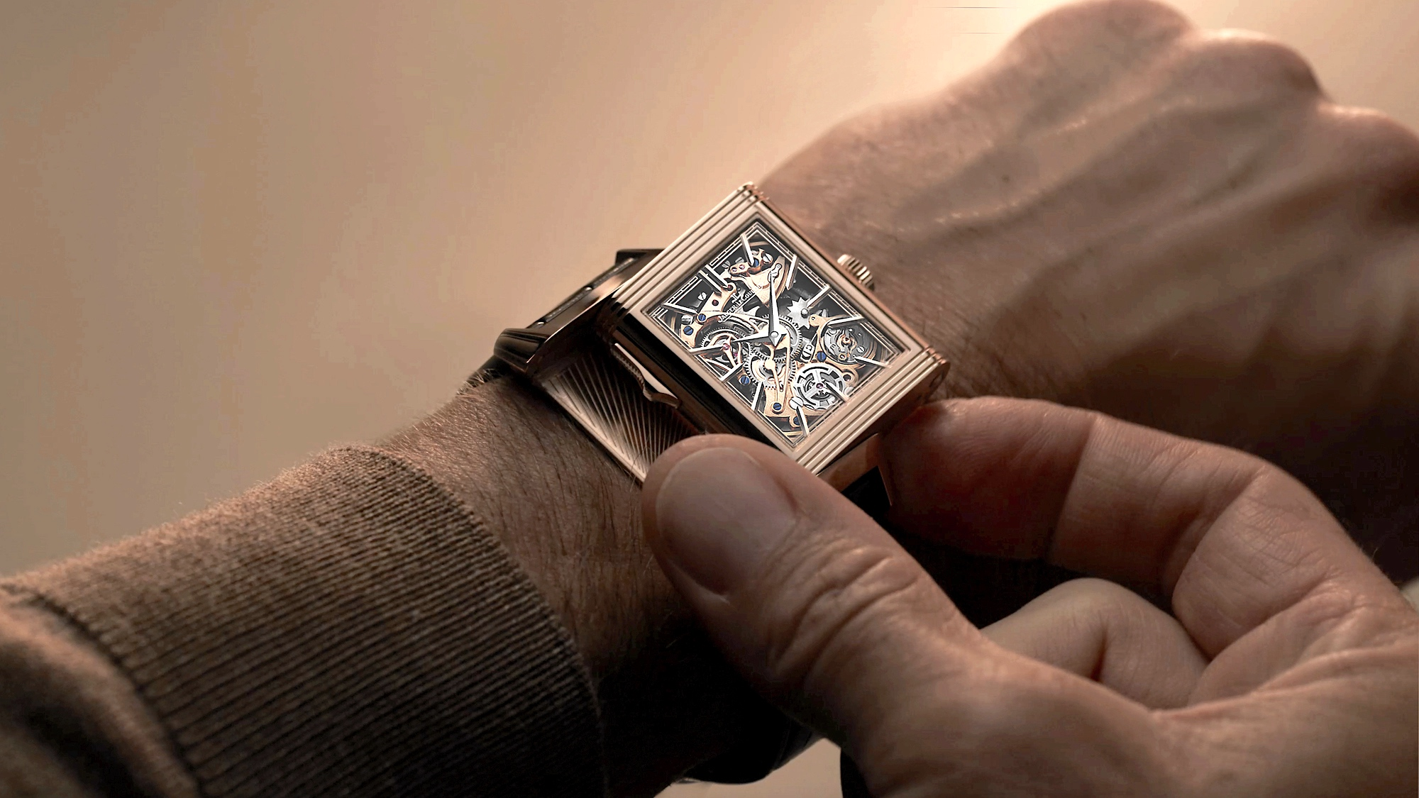 Jaeger-LeCoultre Reverso Tribute Minute Repeater - lifestyle 3
